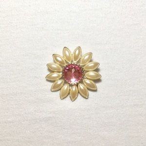 Jewelry - Vintage Rhinestone & Pearl Daisy Brooch