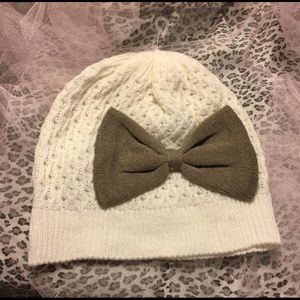 Darling hat with bow