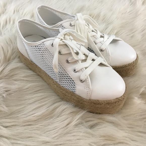 c67d679566c Steve Madden White Mars Sneakers. M 59acadf8eaf030dee008df12