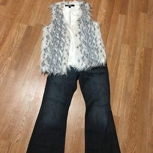 ~Stylish Faux Fur Vest~