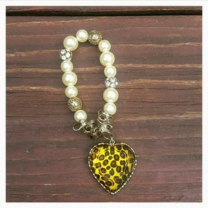 Jewelry - Leopard Heart and Pearls Bracelet - Stretchie