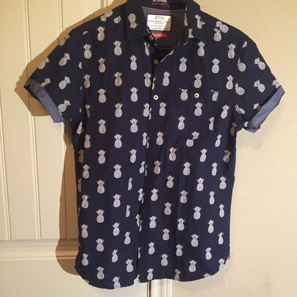 88ae12c55a3b2a Pineapple Button Up Top Navy Blue Slim Fit. M 59acc42b7f0a0578f9008e19