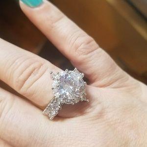 Jewelry - Amazing CZ RING. Sparkles like a diamond. Large