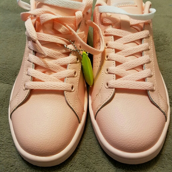 Nwob Adidas Peach Colored Womans Shoe