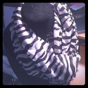 Guess zebra light weight scarf