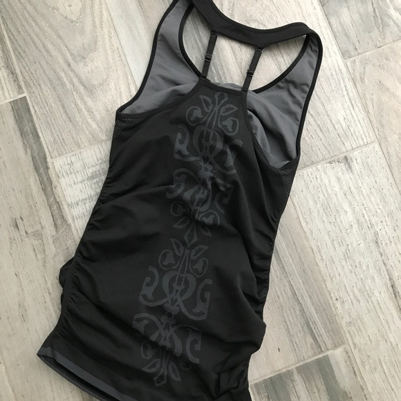 Tops - Black ruched fitness tank