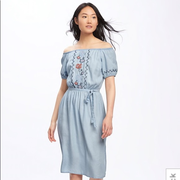 d6ae2f3995cc NWT OLD NAVY Embroidered Off-Shoulder Midi Dress