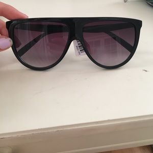 sunglasses w/ tag still on