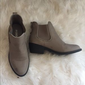 Shoes - Chelsea booties