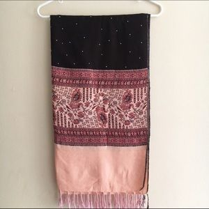 Accessories - Maroon & Baby Pink paisley scarf / stole