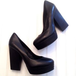 Trouve Remi chunky heel black leather pumps