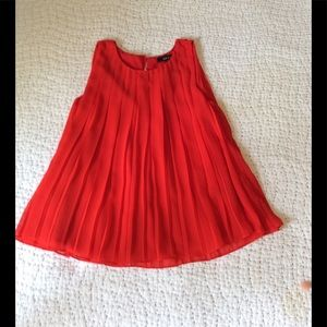 Red pleated swing top