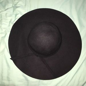 Accessories - Big Black Floppy/Sun Hat