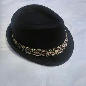 Accessories - Black fedora hat with floral