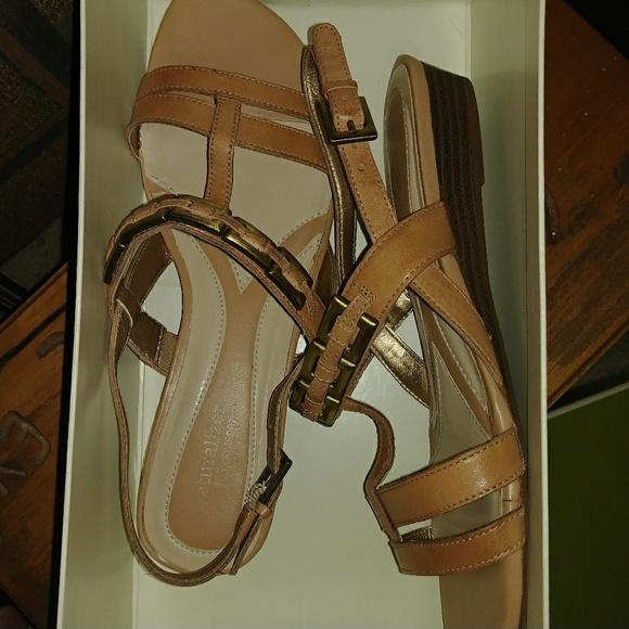 206db79480d New in Box Retired Jalene Leather Sandal