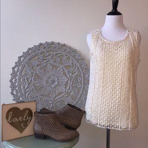 Darling crochet detail sleeveless top! 💕