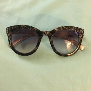 Leopard print, Black sunglasses with studs