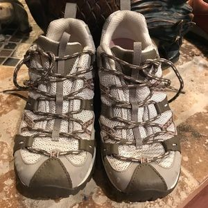 Merrell tracking  shoes ! Size 8.5