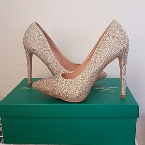 Shoes - NEW YEARS Nude pumps!