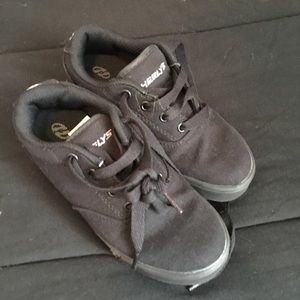 Boys New Black Heelys Roller Shoes 1 youth