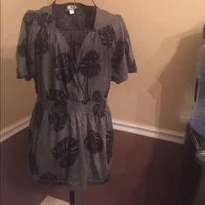 Leaf v-neck perfect for fall!