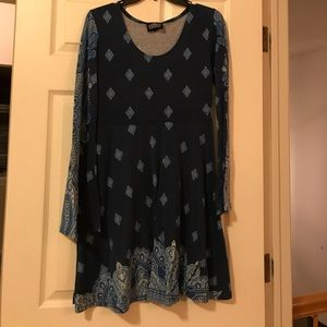 Long bell sleeved tunic in navy paisley
