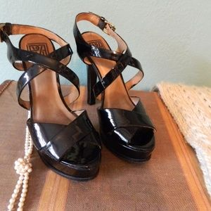 Pour La Victoire platform sandals
