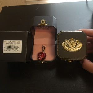 JUICY COUTURE STRAWBERRY RETIRED CHARM YJRU 1464