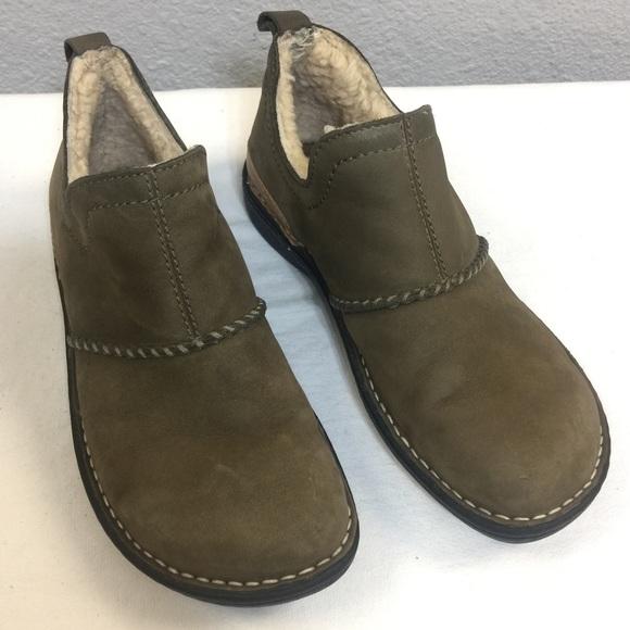 c0762449f35 UGG Bettey 1616 olive leather slip on loafers