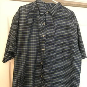 Short sleeve casual button down shirt
