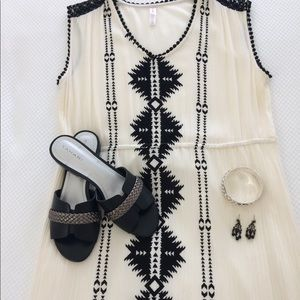 Dresses & Skirts - NWOT Maxi ethnic style black and cream dress
