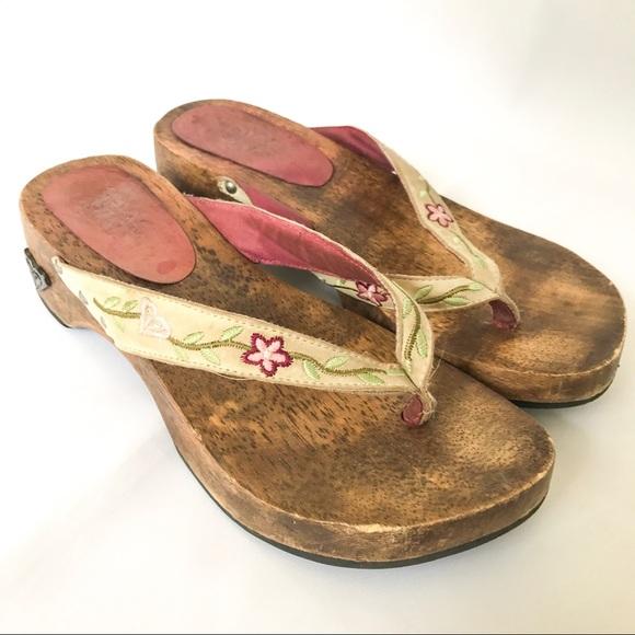 47ea987c5d18 Roxy wooden flip flops. M 59aeeeeff739bcca150023ce