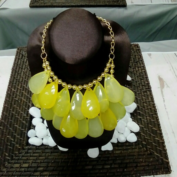 Deja Vous Jewelry - NWT Yellow Layer Necklace