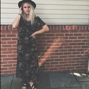 •VINTAGE FLORAL DRESS•