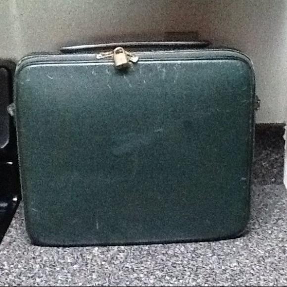 4d0bab8ea1f7 Louis Vuitton Handbags - Louis Vuitton Briefcase Green with Logo