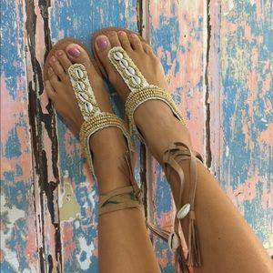 Beautiful búzios shell flat sandals