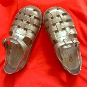 Gap toddler size 9 silver shoes