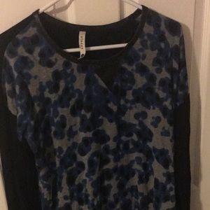 Kensie sweater/long sleeve. Black and print