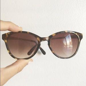 Accessories - Tortoise sunglasses
