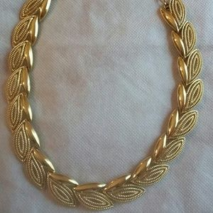 Jewelry - Beautiful Gold Leaf Necklace