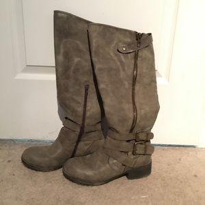 Shoes - Pending trade