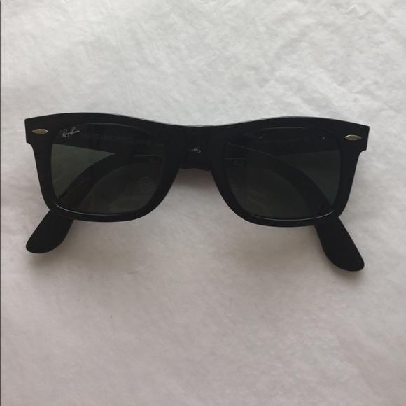 635c1c3e6b Ray-Ban Wayfarer Square Sunglasses Unisex. M 59b01ee541b4e0d46e0409d4
