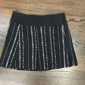 Bebe size 2 black w white detail skirt
