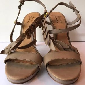 Never Worn Badgley Mischka Taupe Leather Heel 9.5M
