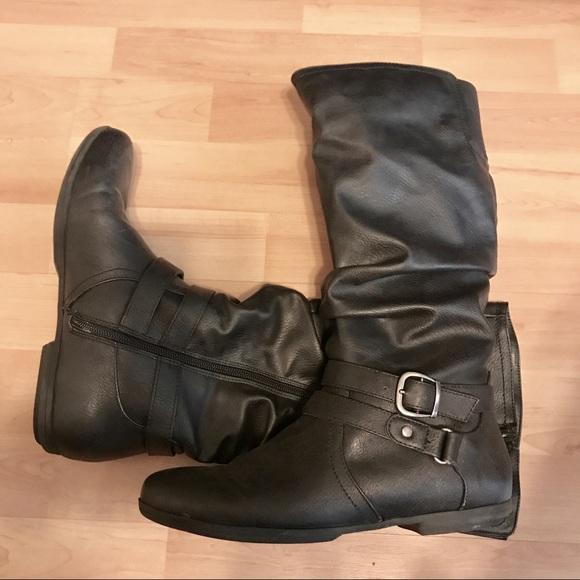 49497420e254 Black faux leather medium length boots. M 59b04f066a583001ef04cb4f
