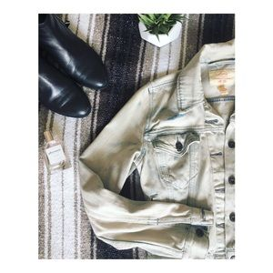 • Levi's Distressed 80's Style Jean Jacket •