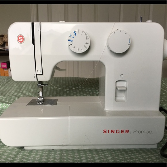 Singer Other Sewing Machine Barely Used Poshmark Custom Used Sewing Machines
