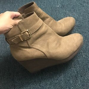 H&M light brown suede boots
