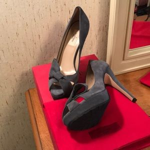 NWB authentic Valentino peep toe pumps