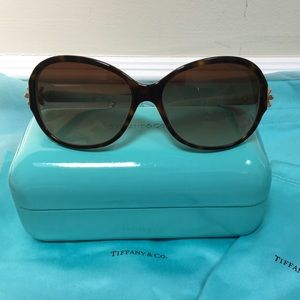 🔴Authentic Like New Tiffany & Co sun glasses 🔴💐